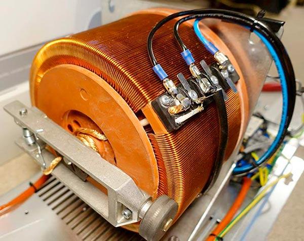 Стабилизирующее устройство электромеханического типа